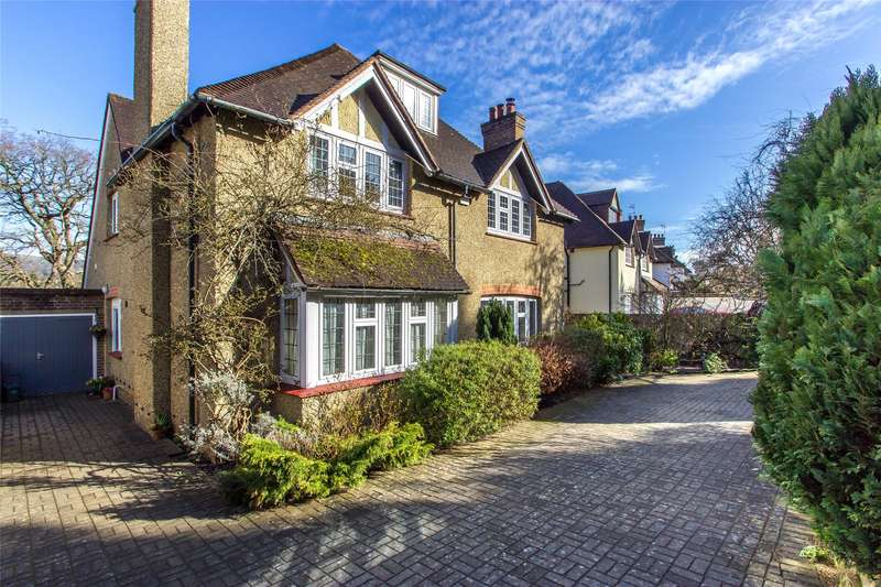 5 Bedrooms Detached House for sale in Detillens Lane, Oxted, Surrey, RH8