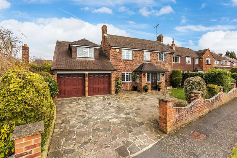 4 Bedrooms Detached House for sale in Kettlewell Close, Horsell, Surrey, GU21