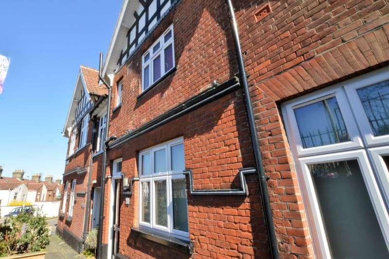 2 Bedrooms Flat for sale in Branford Road, North City