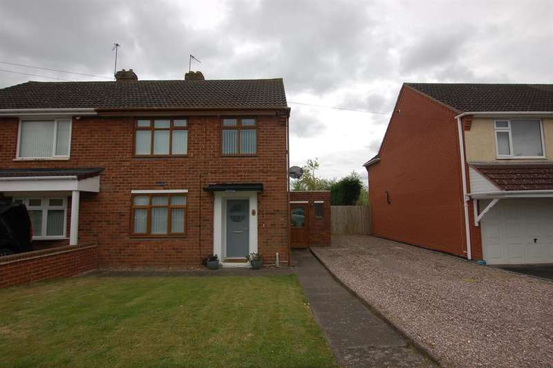 3 Bedrooms Semi Detached House for sale in Marley Road, Kingswinford, DY6 8RE