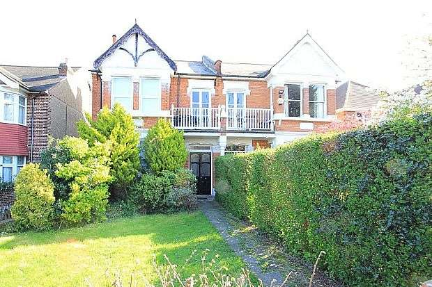 4 Bedrooms Semi Detached House for sale in Falmouth Avenue, London, London, E4 9QL