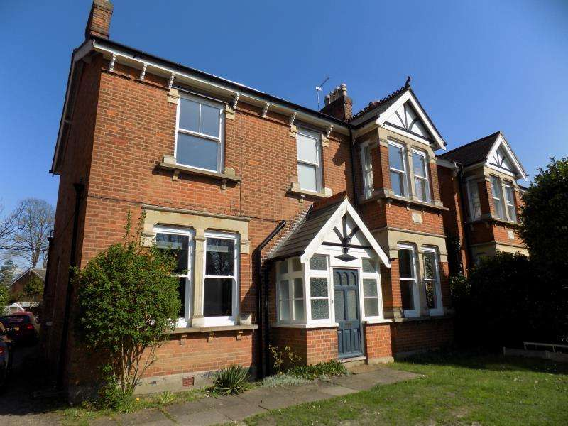 5 Bedrooms Detached House for rent in Alexandra Road, Farnborough, Hampshire