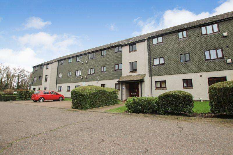 2 Bedrooms Apartment Flat for sale in Two Bedroom First Floor Flat in Meresmans, Teviot Avenue, Aveley, Essex