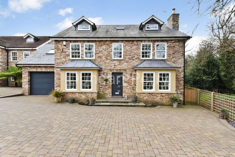 5 Bedrooms Detached House for sale in Cuffley Hill, Goffs Oak, Herts