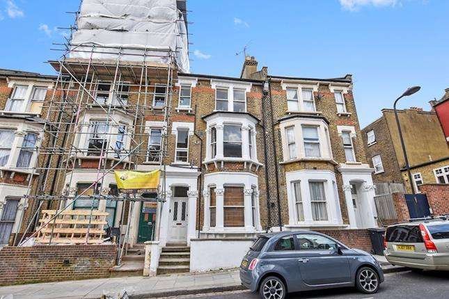 1 Bedroom Flat for sale in First Floor Flat, Gascony Avenue, London, NW6 4ND