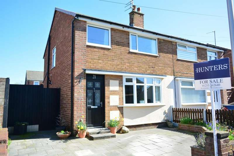 3 Bedrooms Semi Detached House for sale in Holbeck Avenue, South Shore, Blackpool, FY4 4LS