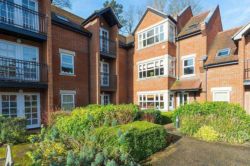 2 Bedrooms Flat for sale in Trevelyan Place, St. Stephens Hill, St. Albans, Hertfordshire
