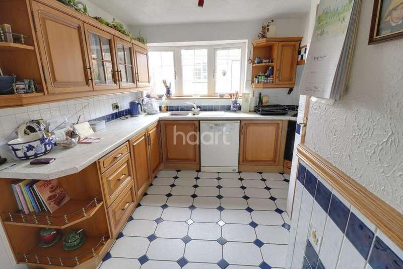 4 Bedrooms Detached House for sale in Big Beautiful In Beaconsfield