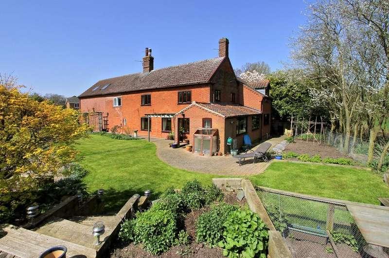 5 Bedrooms Semi Detached House for sale in Henstead Road, Hethersett