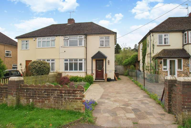 3 Bedrooms Semi Detached House for sale in Asheridge Road, Chesham, HP5