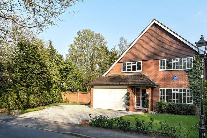 5 Bedrooms Detached House for sale in Baldwins Hill, Loughton, Essex, IG10