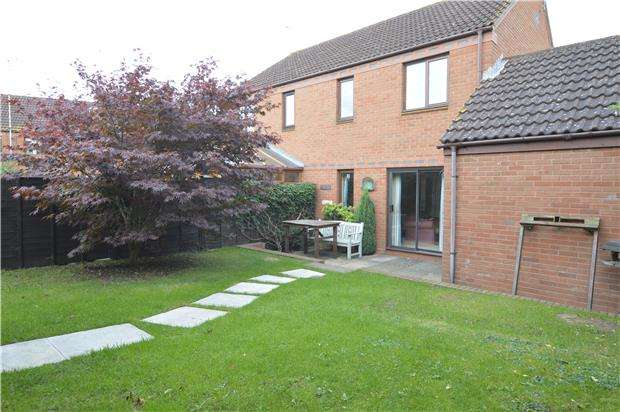 3 Bedrooms Semi Detached House for sale in Stonehills, TEWKESBURY, Gloucestershire, GL20 5FE