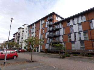 2 Bedrooms Flat for sale in Commonwealth Drive, Three Bridges, Crawley, West Sussex