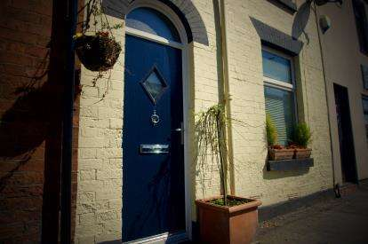 2 Bedrooms Terraced House for sale in Hall Street, Offerton, Stockport, Cheshire
