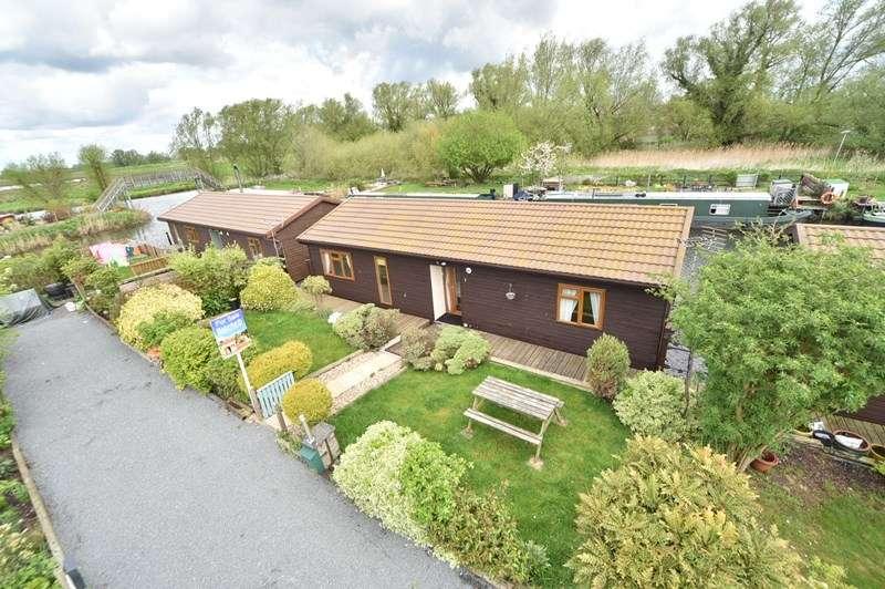2 Bedrooms Detached Bungalow for sale in Moorhen Isleham Marina, Isleham, ELY