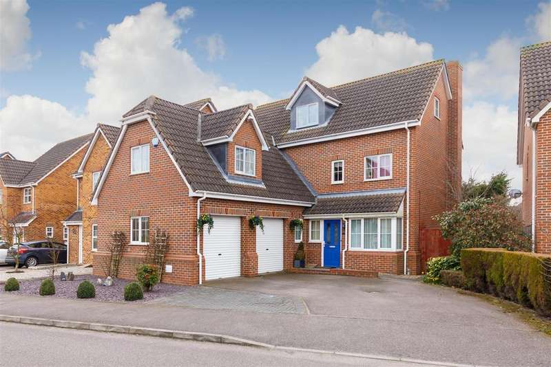 5 Bedrooms Detached House for sale in Station Close, Henlow