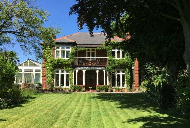 5 Bedrooms Detached House for sale in Freebrough, Priory Close, Guisborough