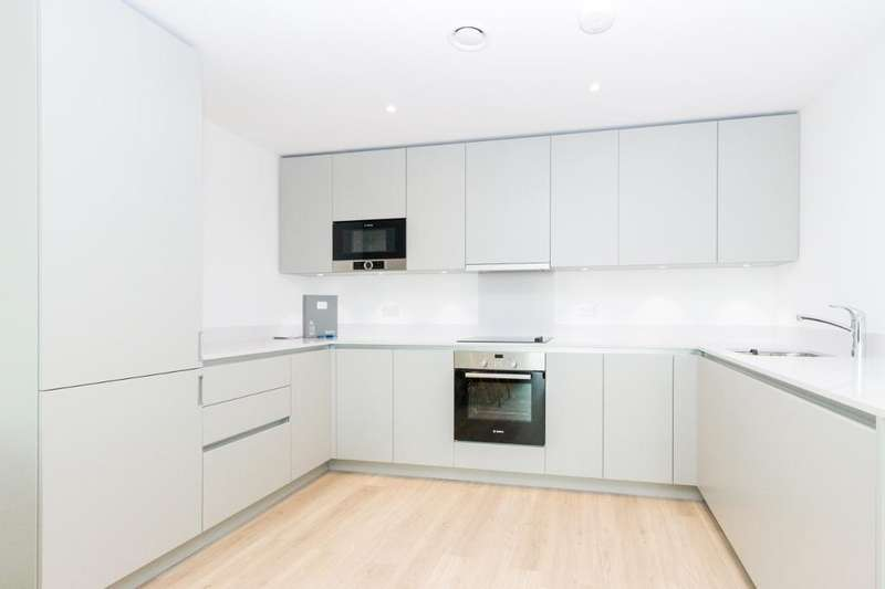 3 Bedrooms Flat for rent in Hooper Street, Aldgate, London, E1 8BU