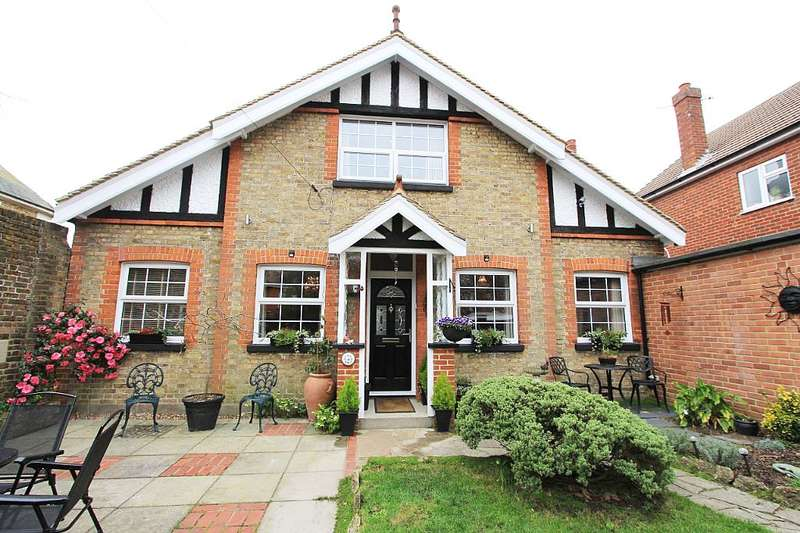 4 Bedrooms Detached House for sale in 4, Napleton Road, Ramsgate, Kent, CT11 0EJ