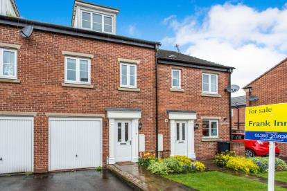 3 Bedrooms Town House for sale in Northcote Way, Doe Lea, Chesterfield, Derbyshire