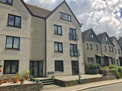 2 Bedrooms Flat for sale in Malpas Road, Truro, Cornwall