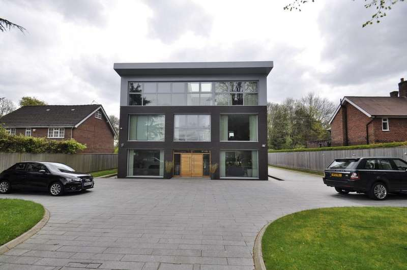 5 Bedrooms Detached House for sale in Ladybrook Road, Bramhall