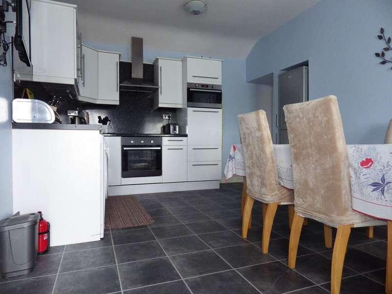 2 Bedrooms Cottage House for rent in Llanrug