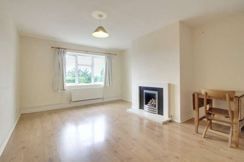 3 Bedrooms Flat for rent in The Green, Waltham Cross, Hertfordshire