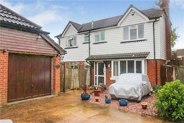 4 Bedrooms Detached House for sale in The Paddocks, Hailsham, East Sussex