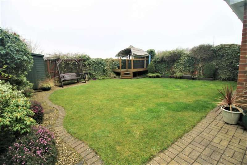 4 Bedrooms Detached House for sale in Pennal Grove, Ingleby Barwick, Stockton-On-Tees