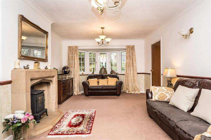 4 Bedrooms Detached House for sale in Rutland Gardens Bursledon Southampton