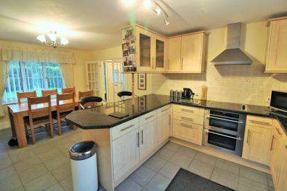 4 Bedrooms Detached House for sale in Shaft Road, Severn Beach, Bristol