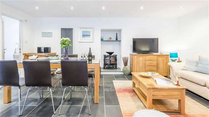 3 Bedrooms Maisonette Flat for sale in Rockcliff Court, Burrow Road, St Ives