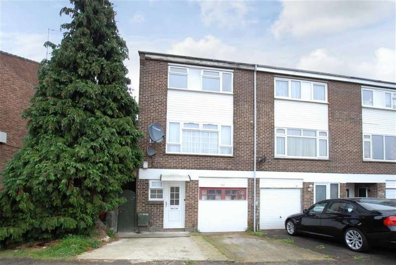 4 Bedrooms Town House for sale in Weekes Drive, Slough, Berkshire