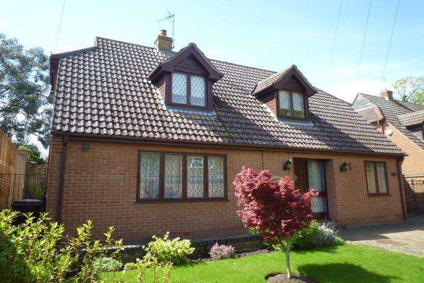 3 Bedrooms Bungalow for sale in Church Lane, Chatteris, PE16