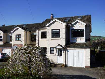 4 Bedrooms Link Detached House for sale in The Moorings, Disley, Stockport, Cheshire