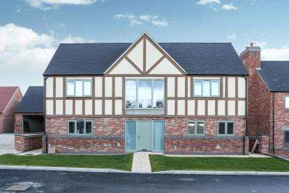4 Bedrooms Detached House for sale in Milford Green Court, Malkins Way, Shawbury Lane