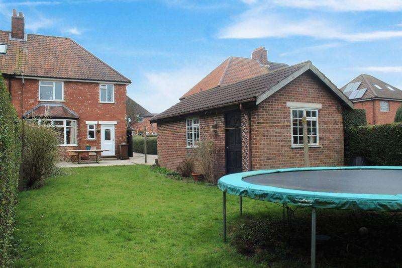 3 Bedrooms Semi Detached House for sale in Byron Avenue, Uphill, Lincoln
