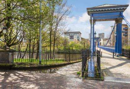 2 Bedrooms Flat for sale in Waterside Place, New Gorbals