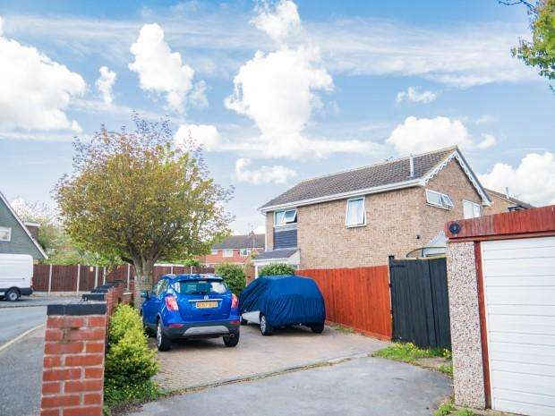 3 Bedrooms Detached House for sale in Brookdale Road, Leicester, LE3