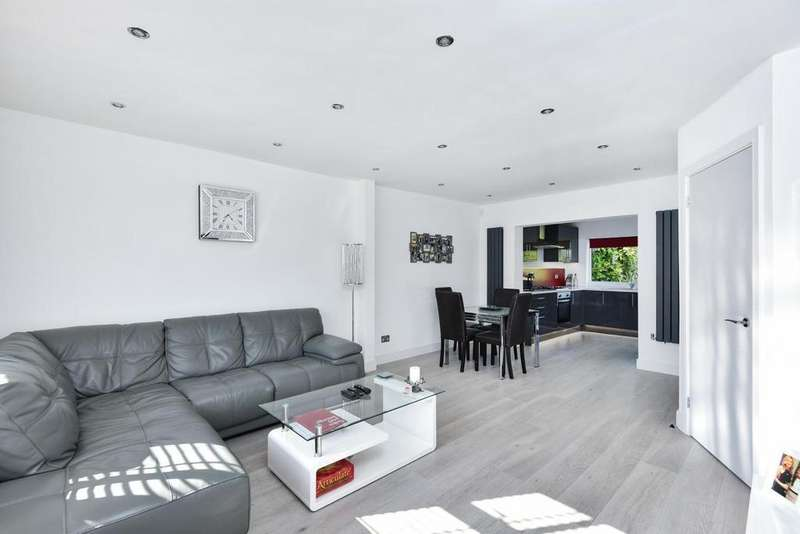 2 Bedrooms Semi Detached House for sale in Walden Avenue, Chislehurst