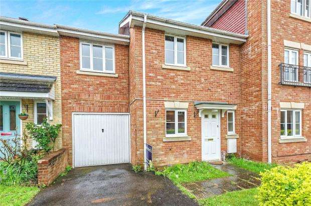3 Bedrooms Terraced House for sale in Goddard Way, Warfield, Berkshire