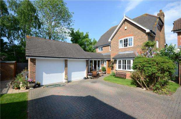 5 Bedrooms Detached House for sale in Gloucestershire Lea, Warfield, Berkshire