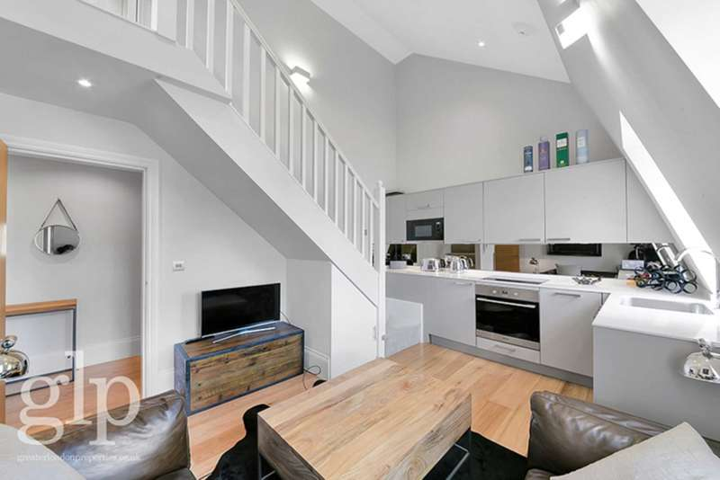 2 Bedrooms Flat for sale in Rupert Street, Soho, W1D