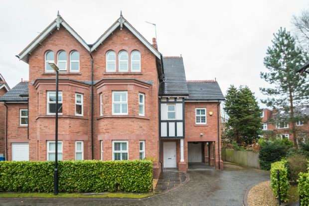 4 Bedrooms Semi Detached House for sale in Dukes Walk, Hale