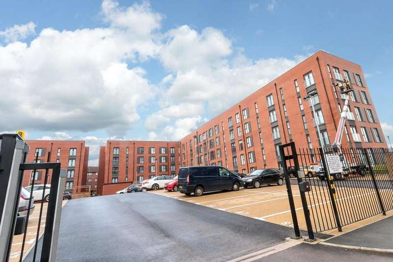 3 Bedrooms Apartment Flat for rent in Delaney Building, Derwent Street, Salford