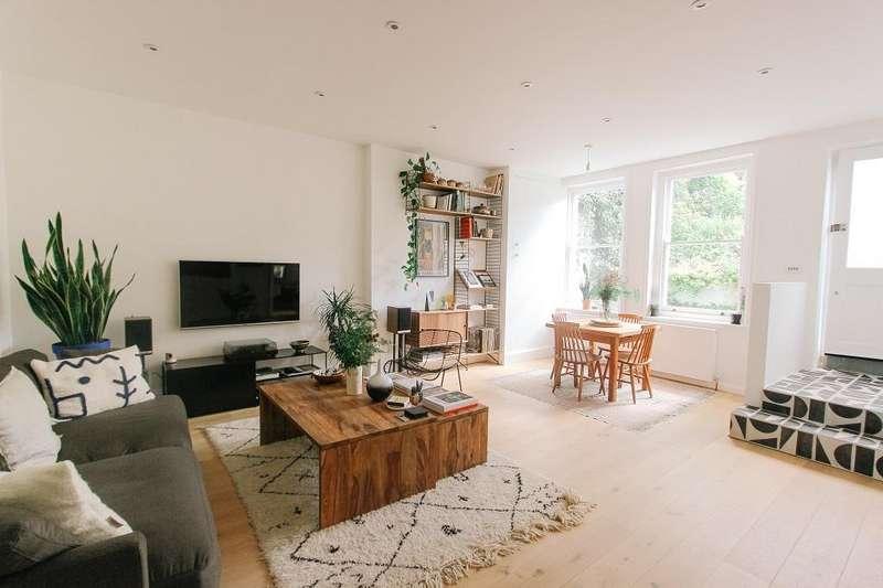 2 Bedrooms Flat for sale in Clova Road