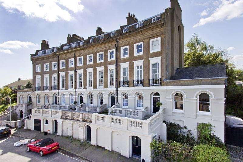 7 Bedrooms End Of Terrace House for sale in Constitution Crescent, Gravesend DA12