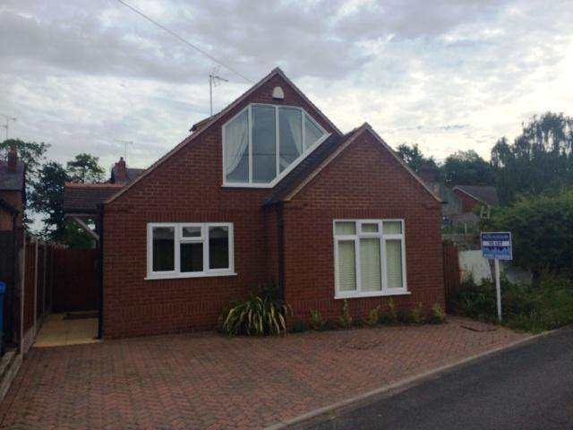 2 Bedrooms Detached Bungalow for rent in Moatbrook Lane, Codsall, Wolverhampton WV8