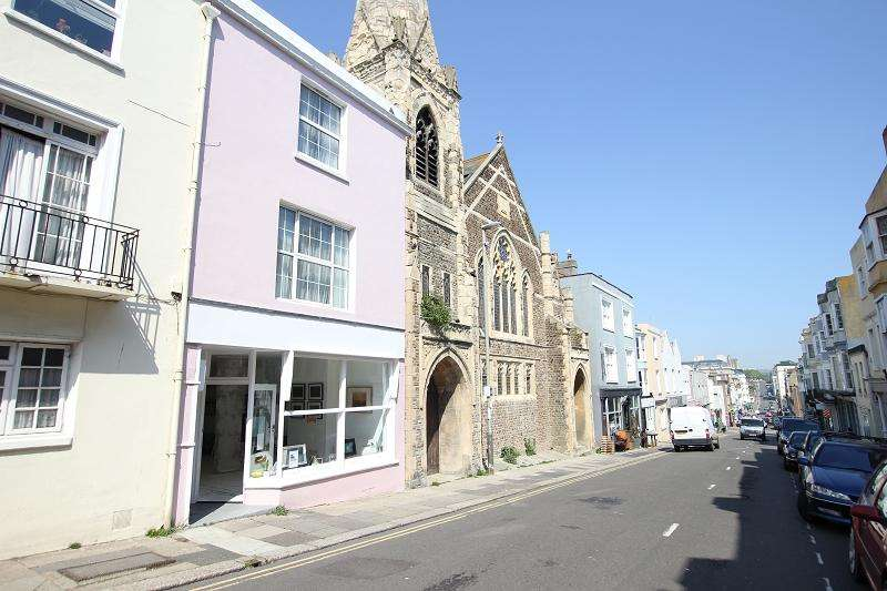 3 Bedrooms Terraced House for sale in Norman Road, St. Leonards-on-sea, East Sussex. TN38 0EG